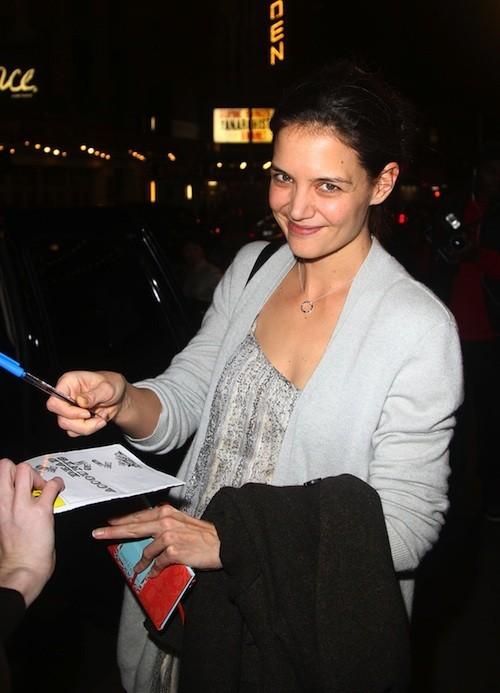 Katie Holmes le jour de ses 24 ans, à la sortie de sa pièce