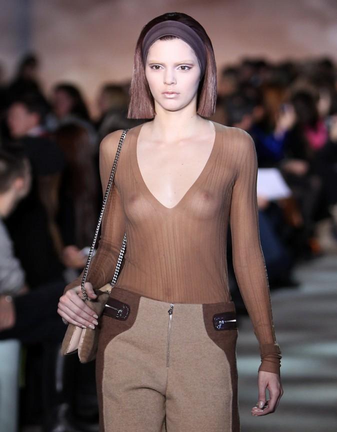 Photos : Kendall Jenner : Après sa soeur Kim Kardashian, à son tour de poser nue pour le magazine LOVE !