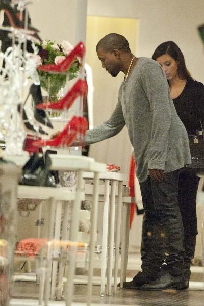 Kim Kardashian et Kanye West en plein shopping à Rome, le 18 octobre 2012.