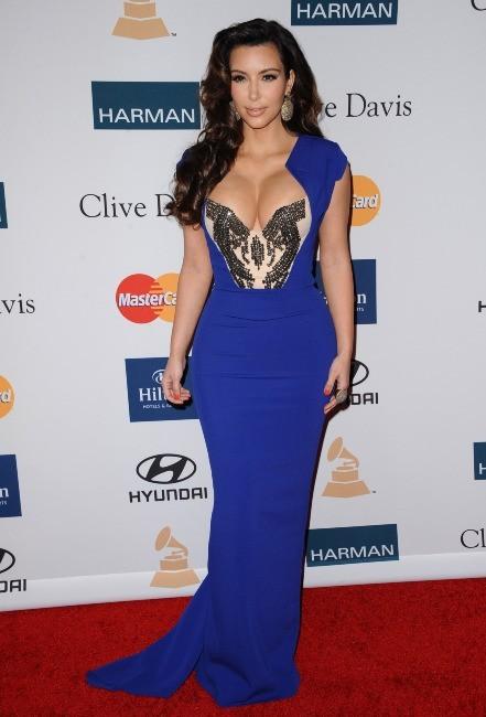 Kim Kardashian lors de la soirée pre-Grammy organisée par Clive Davis, le 11 février 2012.