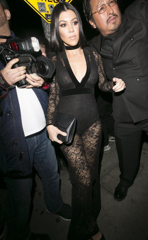 Kourtney Kardashian a opté pour une combinaison semi transparente