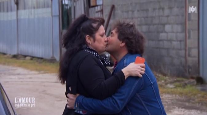 Tendre baiser avant le départ !