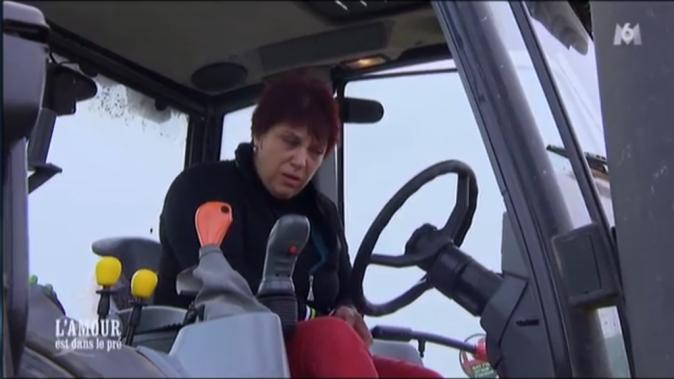 ... avant de prendre à son tour les commandes du tracteur de Michel