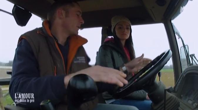 Balade en tracteur pour Baptiste avec Alexandra...