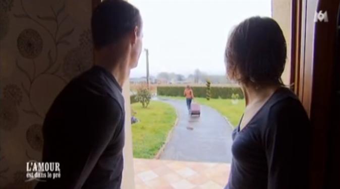 Franck et Karine laissent Caroline aller seule à la gare...
