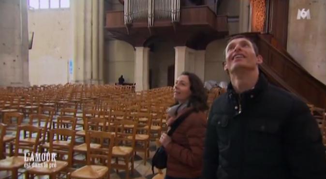 Franck profite d'une visite de la cathédrale de Beauvais pour dire à Caroline qu'il préfère sa rivale