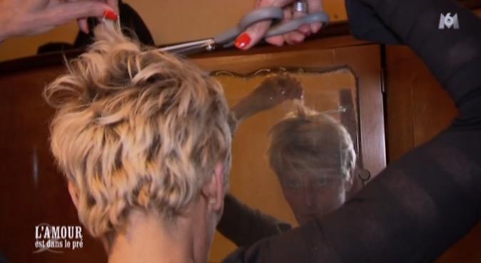 Romantique, Thierry a demandé à Annick une mèche de ses cheveux !