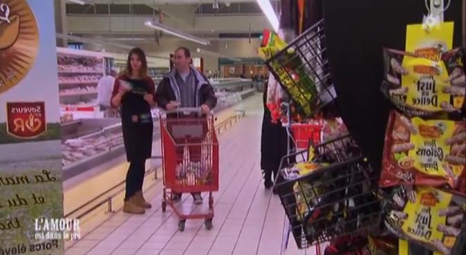 Florent a emmené ses prétendantes faire une animation commerciale dans un supermarché