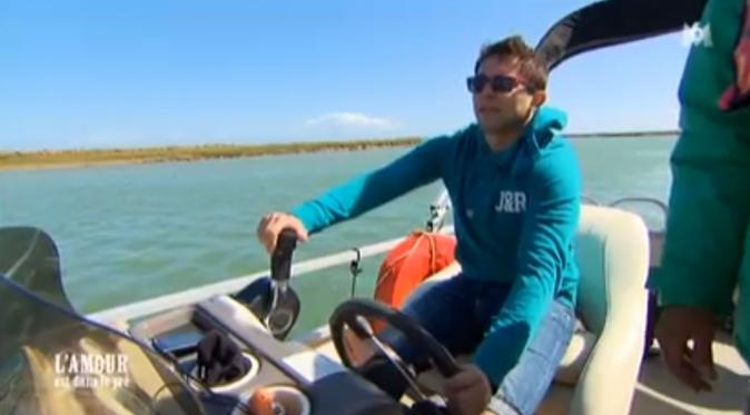 Adrien prend les commandes du bateau !