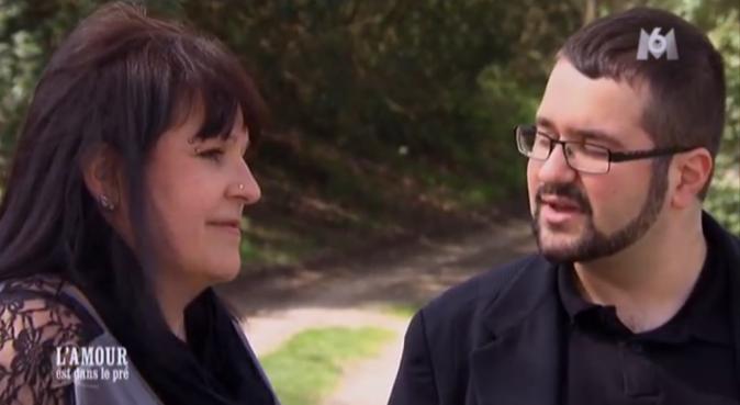 Sandrine discute avec son fils avant de se rendre chez Michel