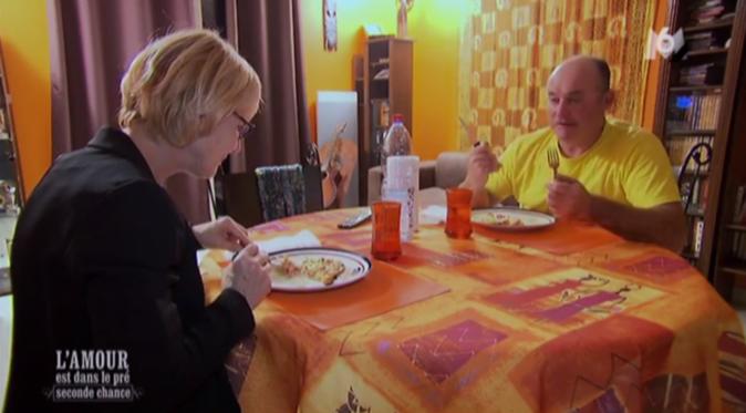 C'est aussi l'heure de passer à table pour Philippe et Marie-Pierre