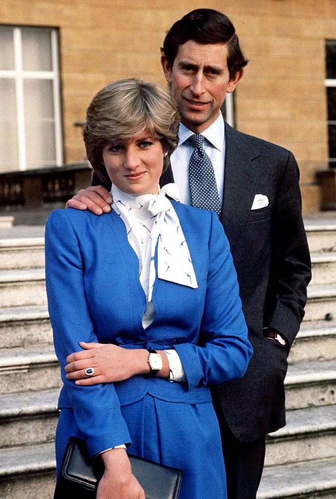 Photos : Lady Diana et Charles annoncent leur intention de se marier, elle porte sa célèbre bague de fiançailles, aujourd'hui au doigt de Kate Middleton
