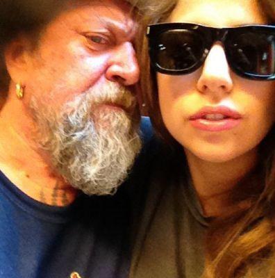 Photos : Lady Gaga révèle son nouveau tatouage dédié à son boyfriend Taylor Kinney ?