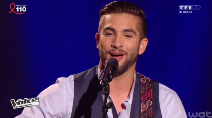 Kendji lors du premier grand show en direct le 5 avril
