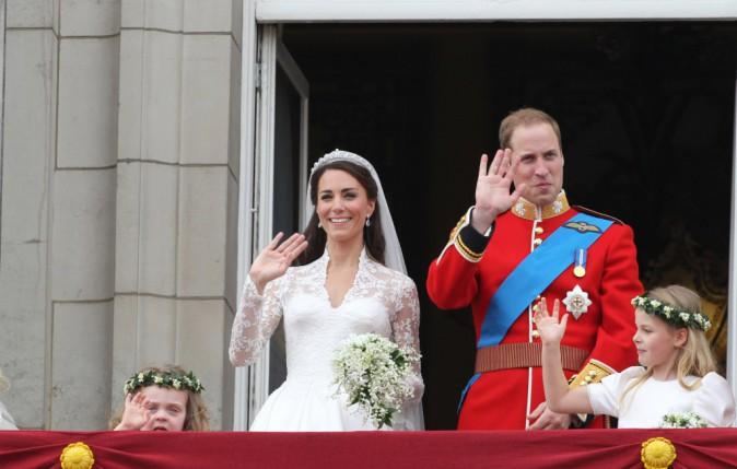 Traditionnelle apparition des mariés au balcon de la résidence de Buckingham