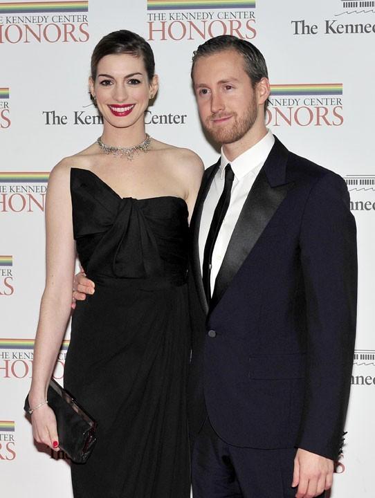 Anne Hathaway et Adam Shulman se marieront en octobre!