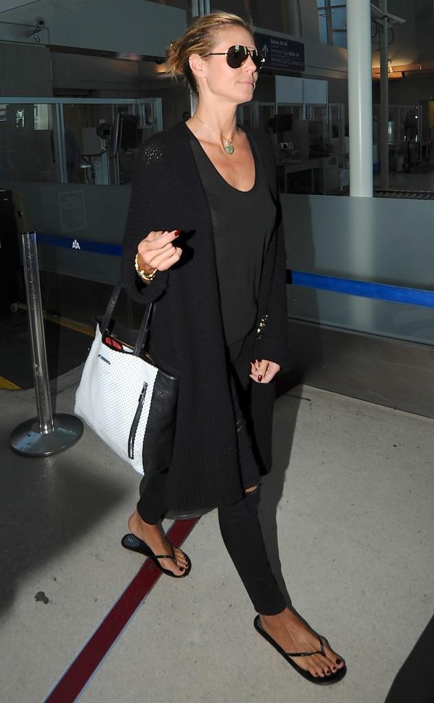 Heidi Klum : elle chausse du 42, même en claquettes !