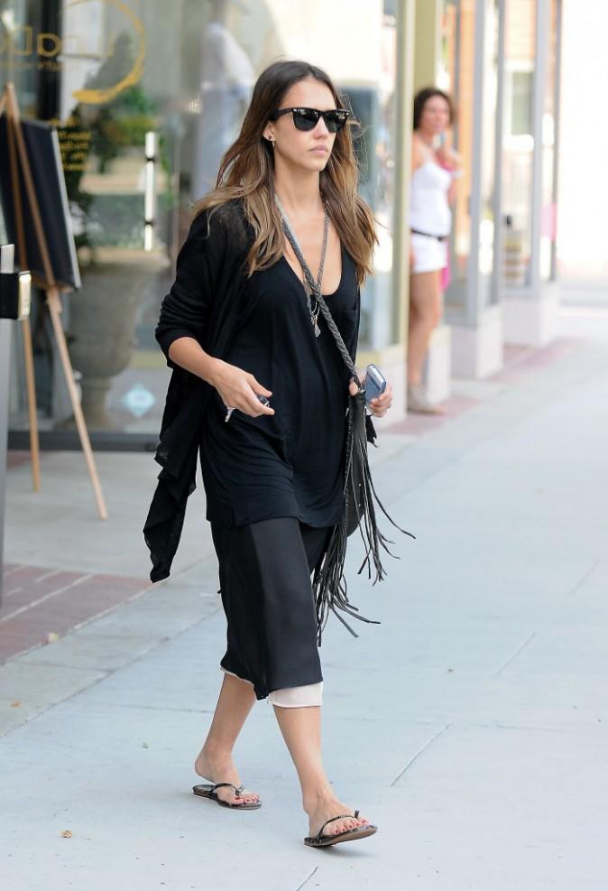Jessica Alba : en noir de la tête au pied !