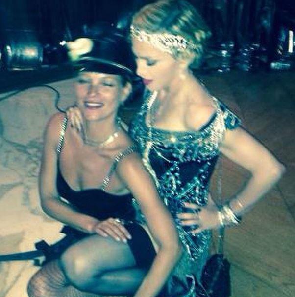 Kate Moss célèbre l'anniversaire de Madonna avec elle, à Cannes le 16 août 2014.