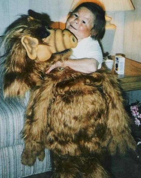 "Photos : Mihály Mészáros (""Alf"") est mort à l'âge de 76 ans"