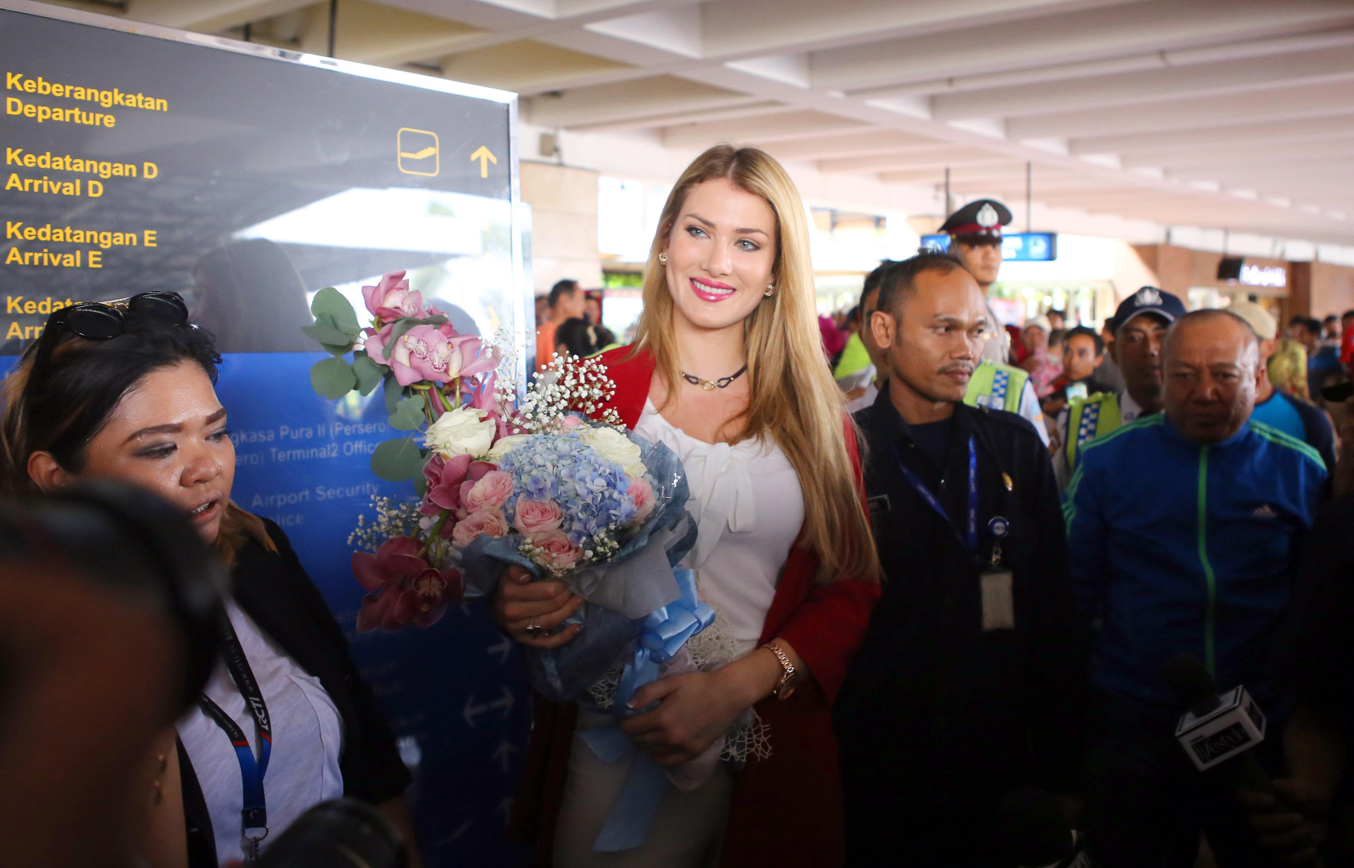 Mireia Lalaguna (Miss Monde) : sublime pour son arrivée à Jakarta !