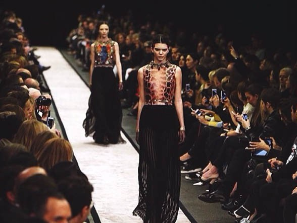 Le monde de la mode à ses pieds