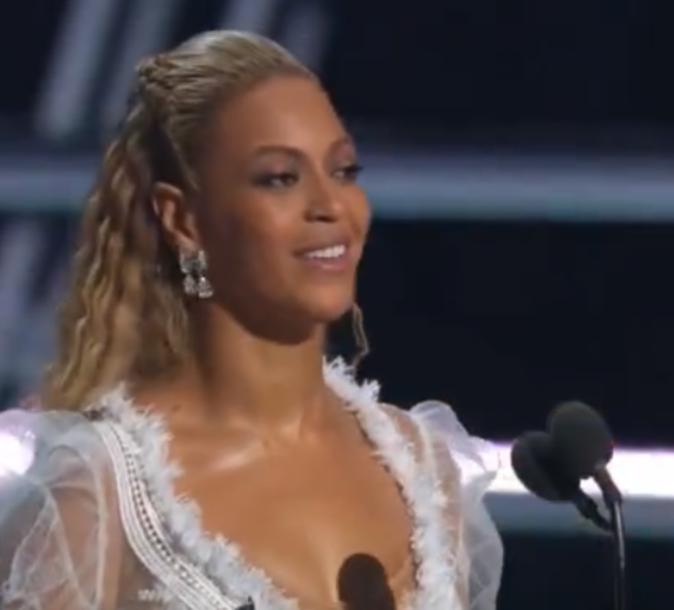 Beyoncé a gagné le prix de la meilleure video de l'année !