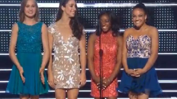 Les gymnastes américaines, dont Simone Biles en rouge, ont annoncé la meilleure vidéo féminine