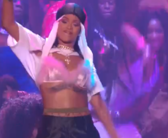 Rihanna a donné plusieurs prestations ,aux tonalités et aux ambiances différentes