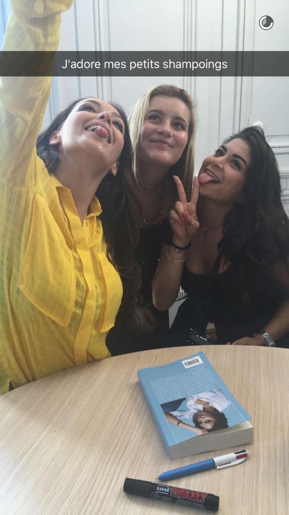 Nabilla et ses fans à Besançon le 22 juin 2016