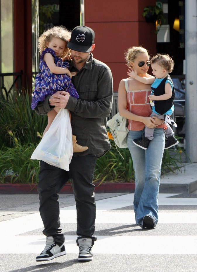 Nicole Richie en famille à Beverly Hills, le 3 avril 2011.