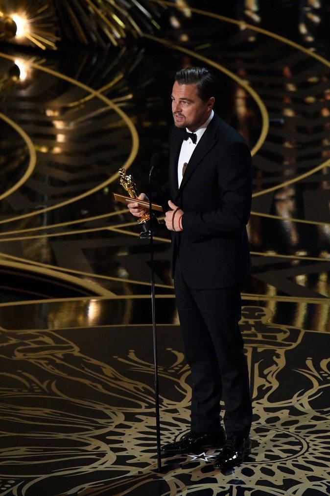 Leonardo Dicaprio a reçu son premier Oscar