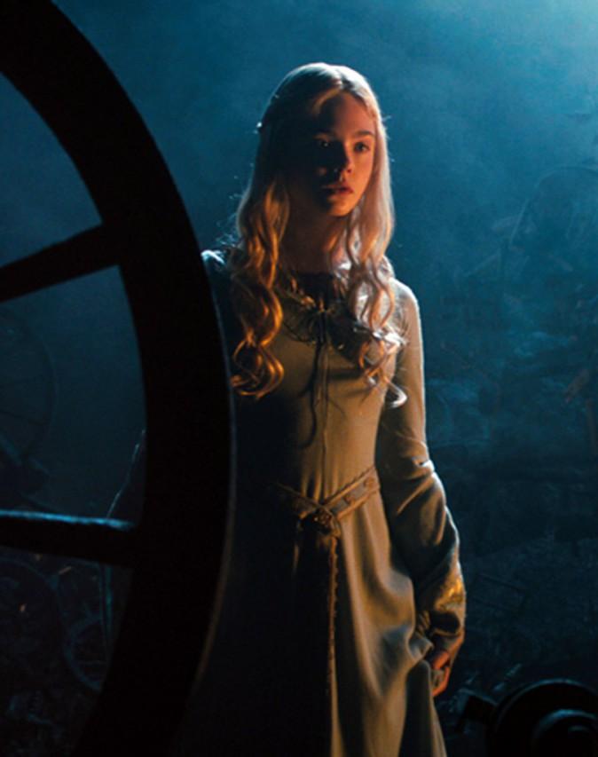 Elle Fanning interprète la princesse Aurore dans Maléfique