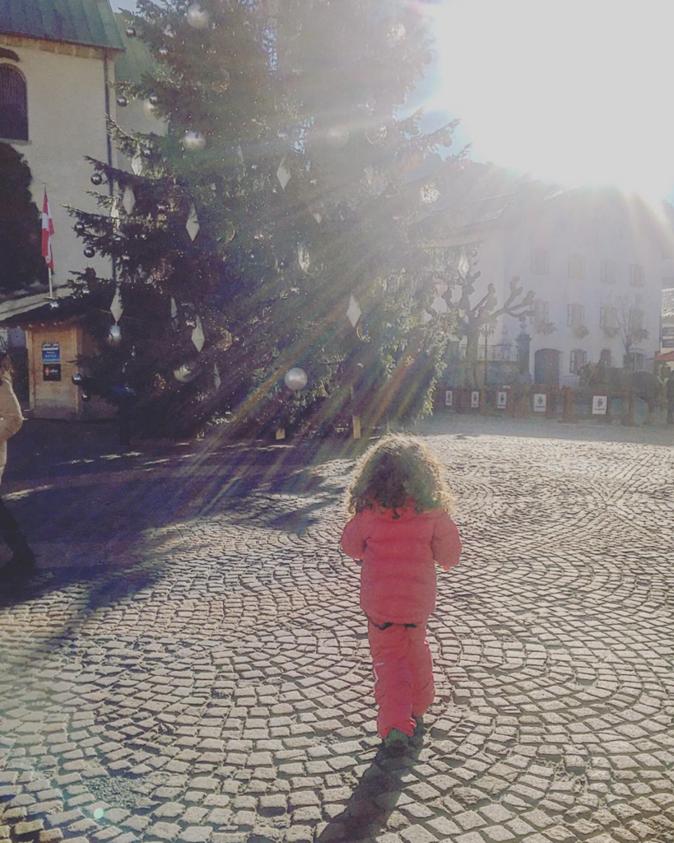 Photo : Emilie Nef Naf : une maman sexy sur les pistes !