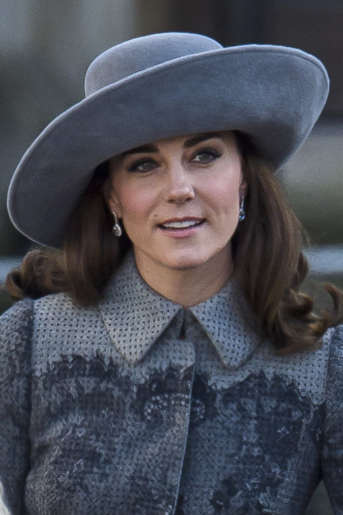 Kate Middleton et son sublime chapeau gris