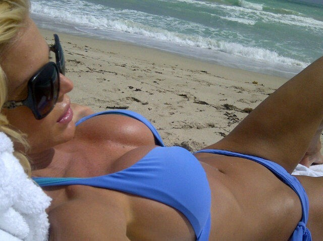Le bikini, elle maîtrise !