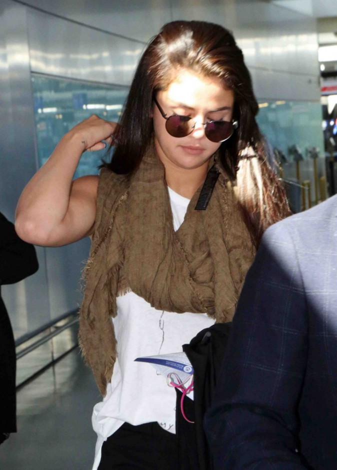 Selena Gomez : toute tristounette de rentrer chez elle sans son chéri !