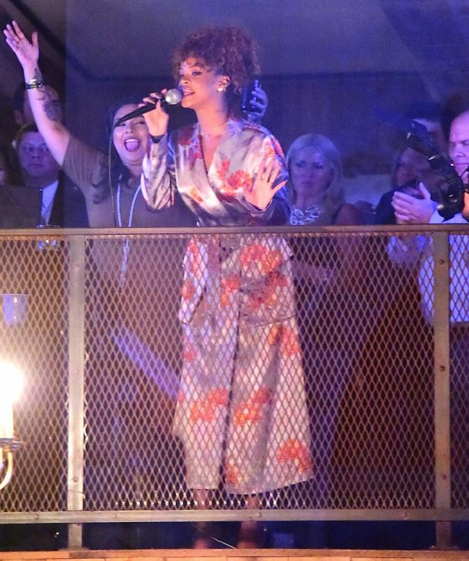 Rihanna : Même en peignoir, elle assure le show au mariage de son amie !