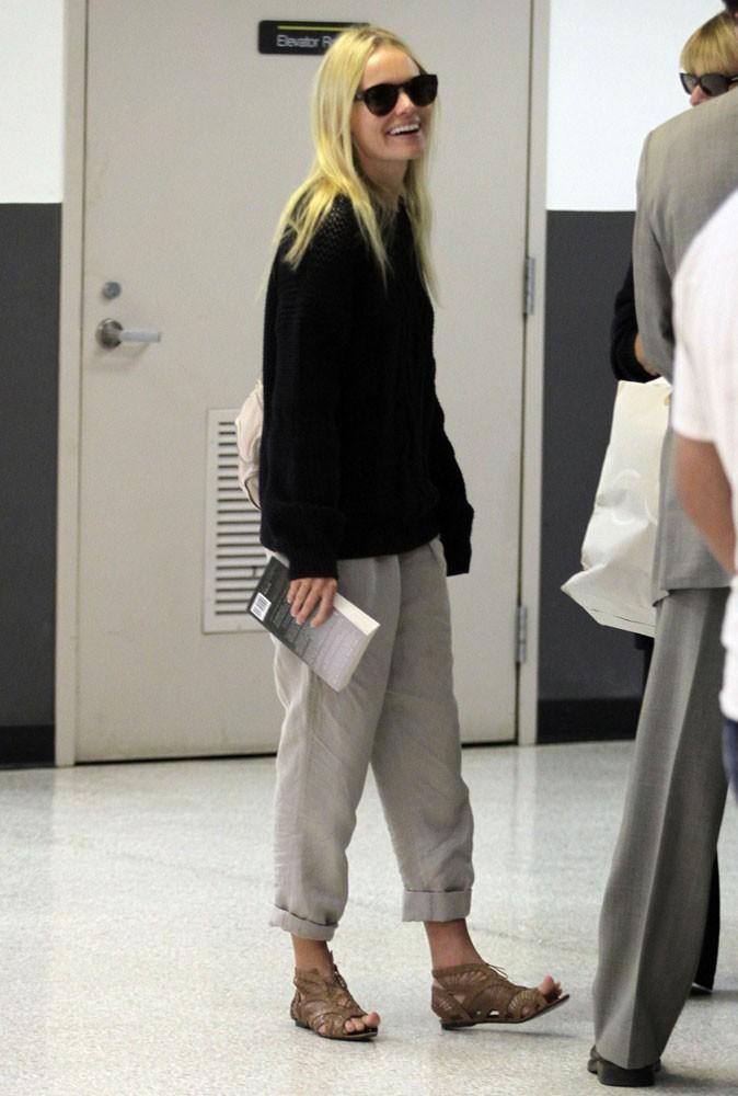 Photos : qui est cette blonde qui se fend la poire ? C'est Kate Bosworth qui pense qu'elle passe incognito dans ces fringues !