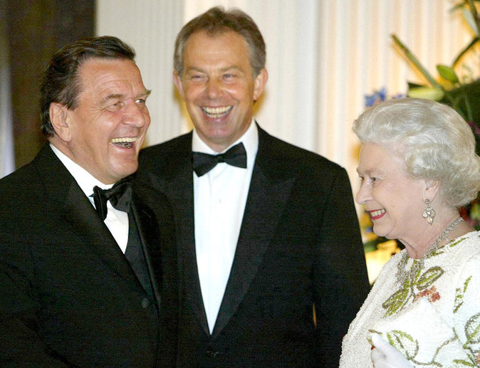 Avec le chancelier Allemand Gerhard Schroder et le premier ministre britannique Tony Blair