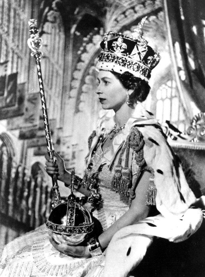 Elizabeth II en 1953 pendant son couronnement