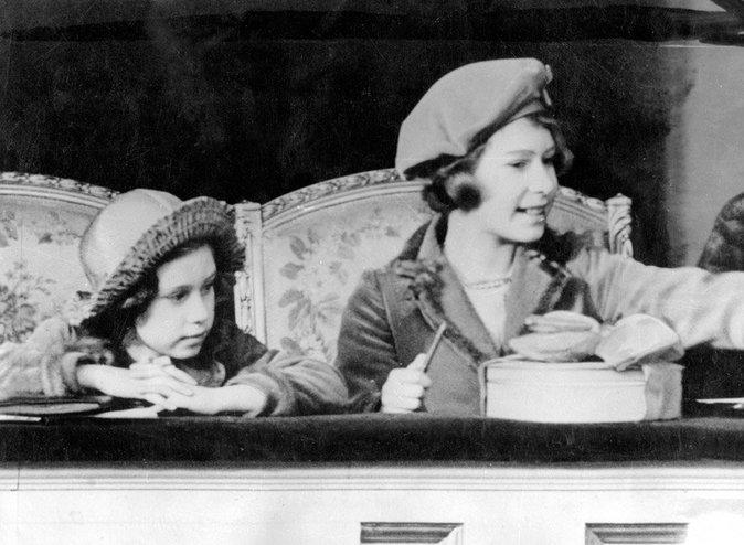 Elizabeth II enfant, avec sa maman