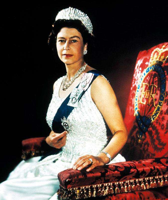 Elizabeth II sur son trône