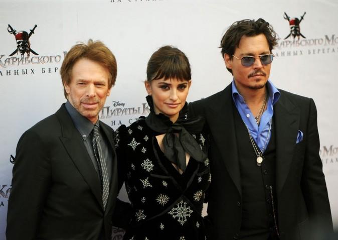 Jerry Bruckheimer, Penelope Cruz et Johnny Depp lors de la première de Pirates des Caraïbes à Moscou, le 11 mai 2011.