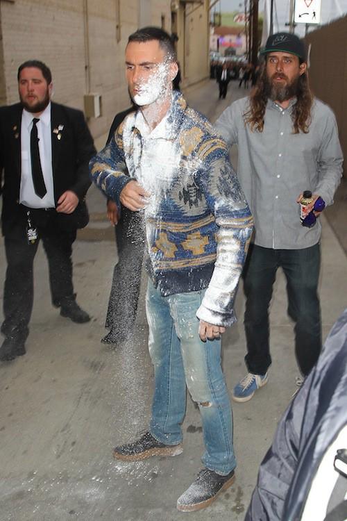 Photos : Adam Levine a un peu trop forcé sur la poudre !