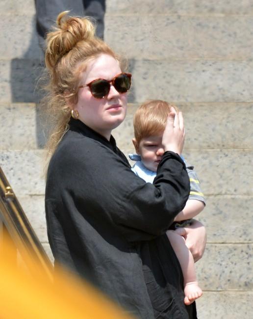 Adele et son fils Angelo à New York, le 25 juin 2013.