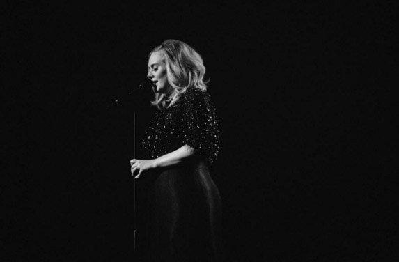 Adele partage les coulisses de son show aux NRJ Music Awards 2015 !