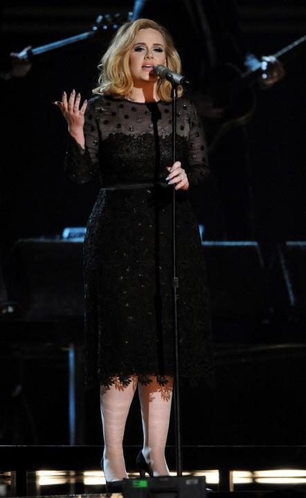 La version originale, Adele aux Grammy Awards le 12 février 2012