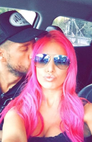 Photos : Adixia ose le rose flashy !
