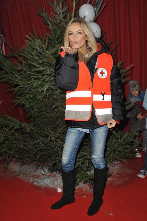 Adriana Karembeu à la soirée de Noël organisée par la Croix-Rouge au cirque Pinder, à Paris, le 12 décembre 2013